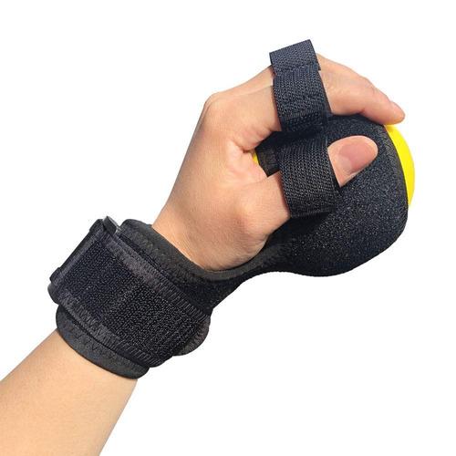 férula anti espástica negra colocada sobre mano